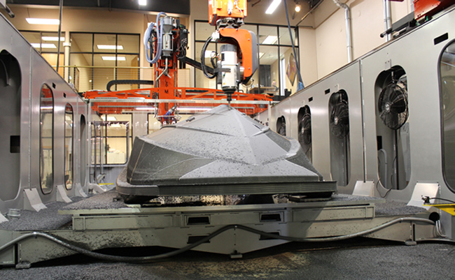 Thermwood LSAM® 10'x20' machining boat hull pattern (Photo courtesy of Thermwood Corporation)