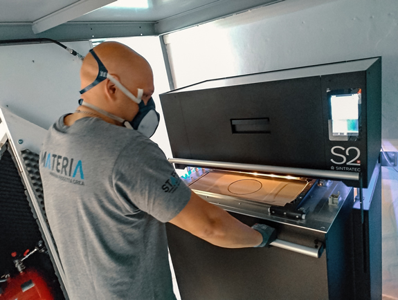 The modular Sintratec S2 system being operated at Materia's production. Image source: Materia Srl.